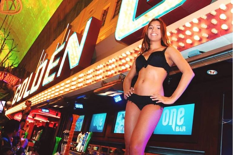 Host the Most Memorable Bar Crawl in Downtown Las Vegas